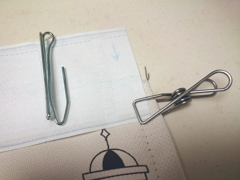 布とテープを2cm重ねてクリップ
